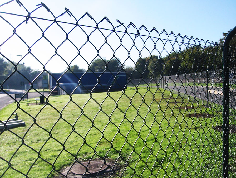 Забор из сетки-рабицы фото